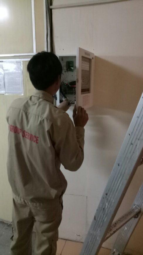 Kỹ thuật viên HTH kiểm tra bảo trì hệ thống báo cháy Chungmei